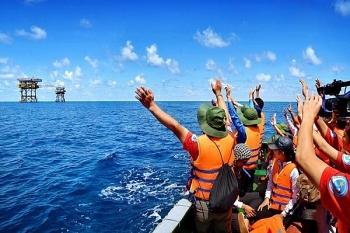 Bảo vệ chủ quyền gắn với phát triển kinh tế biển