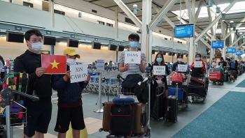 300 công dân Việt Nam ở Canada và Hàn Quốc về nước an toàn