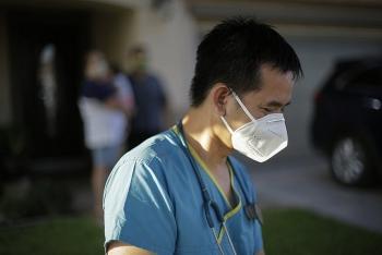 Thực hiện 27.000 xét nghiệm COVID-19, bác sĩ gốc Việt trở thành