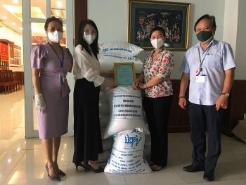 Liên hiệp Phụ nữ Doanh nhân Việt Nam tại Đài Loan (Trung Quốc) tặng 1 tấn gạo cho TP.HCM