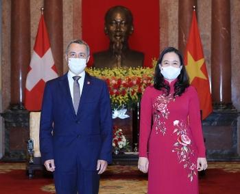 Thuỵ Sỹ hỗ trợ vật tư y tế trị giá 120 tỷ giúp Việt Nam chống dịch Covid-19
