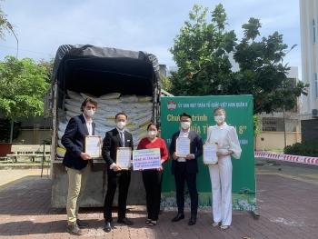 Kiều bào Mỹ, Úc, Nhật ủng hộ 12 tấn gạo cho người dân TP.HCM chống dịch Covid-19