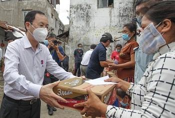 Các địa phương chủ động hỗ trợ tiền ăn, nhu yếu phẩm cho người gặp khó khăn do Covid-19
