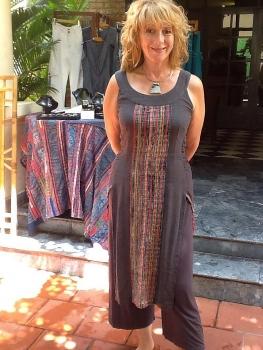 Nhà thiết kế Úc Cynthia Mann đam mê thổ cẩm, đồ gốm Việt
