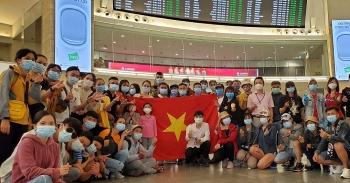 Thêm chuyến bay đưa 340 công dân Việt Nam từ Israel về nước an toàn