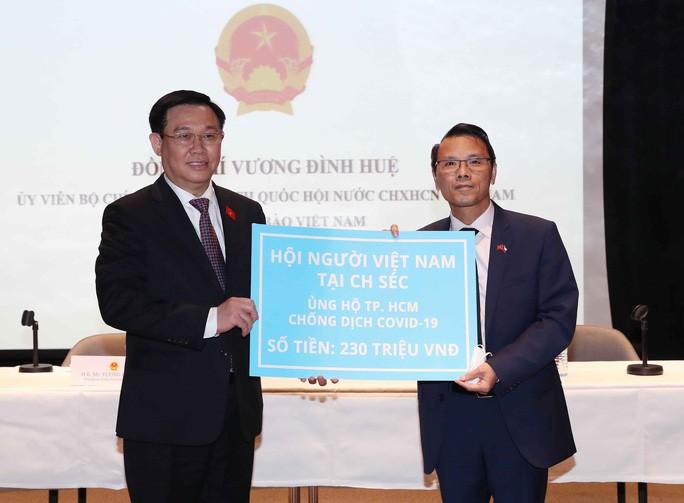 Cuộc ''tiếp xúc cử tri đặc biệt'' của Chủ tịch Quốc hội Vương Đình Huệ và người Việt ở 6 nước Châu Âu