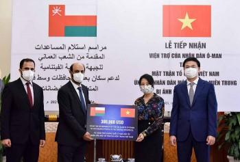 Nhân dân Oman ủng hộ 300.000 USD cho người dân miền Trung Việt Nam bị ảnh hưởng lũ lụt