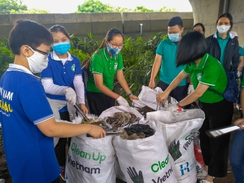 1000 tình nguyện viên tham gia dọn rác tại Hà Nội cùng Let's Do It! Hanoi
