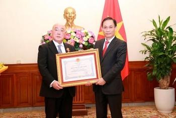 Việt Nam trao Huân chương Hữu nghị cho Cố vấn đặc biệt của Thủ tướng Nhật Bản vì những đóng góp cho mối quan hệ hai nước