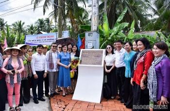 Đại sứ quán các nước và bạn bè quốc tế xây cầu, tặng quà cho nhân dân tỉnh Bến Tre