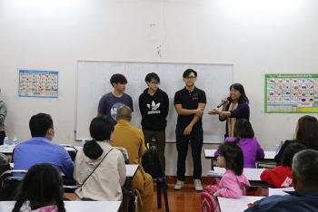 Khai giảng khóa học ngoại ngữ miễn phí cho cộng đồng người Việt tại Lào
