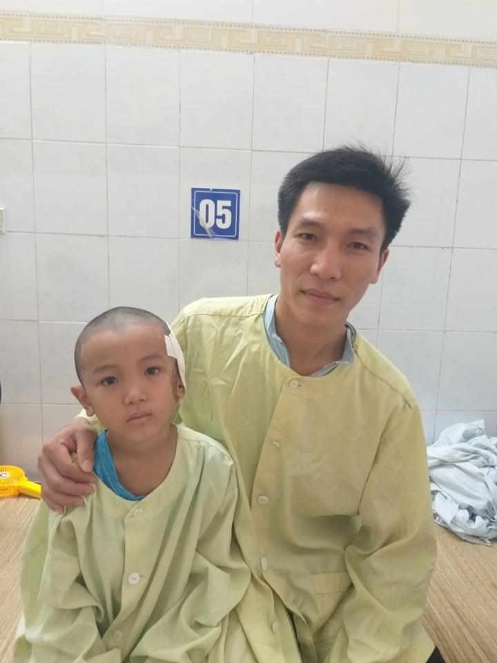 Anh Quỳnh lo con trai sẽ phải xuất viện giữa chừng vì không tiền chữa trị