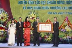 vinh loc don bang cong nhan huyen dat chuan nong thon moi va huan chuong lao dong hang ba