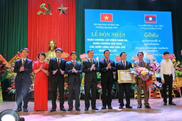 truong dai hoc vinh don nhan huan chuong lao dong hang ba cua nha nuoc lao