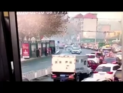 video can canh may bay ukraine lien tiep trung 2 ten lua cua iran