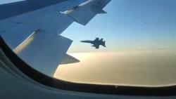 video tiem kich f 18 ho tong boeing 767 bi gay cang khi cho 128 hanh khach