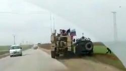 Video: Xe quân sự Mỹ ép xe thiết giáp Nga vào vệ đường, nghi va chạm ở Syria