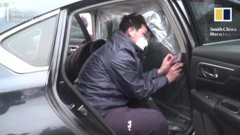 video tai xe trung quoc phong chong covid 19 theo cach doc dao khi dang muu sinh