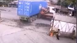 video xe tai nat dau sau cu tong duoi container 3 nguoi tu vong