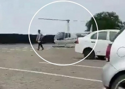 Video: Bố mẹ lái trực thăng tới thẳng sân trường đưa cặp sách cho con