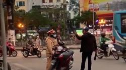 video su that vu nam thanh nien cam dao dung noi chuyen voi csgt