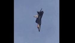 Video: Tiêm kích F-22 phô diễn kỹ thuật bay trên không khó chưa từng thấy