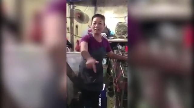 video bi nhac deo khau trang nguoi ban hang lon tieng mang luc luong chuc nang