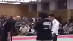 """Video: Võ sư """"truyền điện"""" bị võ sĩ MMA đánh gục chưa đầy 2 phút"""