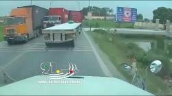 video xe ban tai nghi treu container suyt gay tai nan kinh hoang