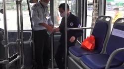 Video: Xe buýt thưa thớt sau ngày nới lỏng giãn cách xã hội