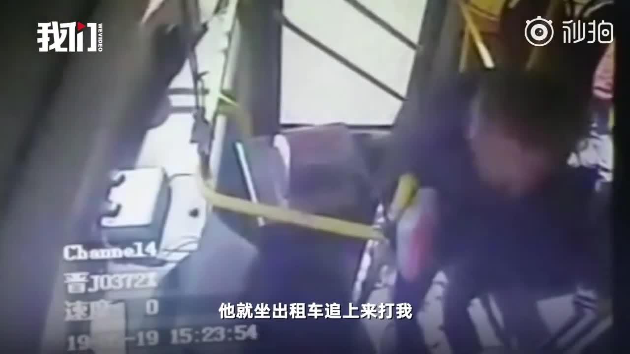 video khong bat kip xe buyt khach thue taxi duoi theo danh guc tai xe