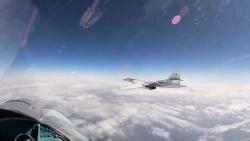 Video: Tu-160 Nga bị 4 máy bay chiến đấu của NATO