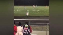 Video: Khó tin cầu thủ vừa nhảy santo vừa ghi bàn thắng bằng... tay đúng luật