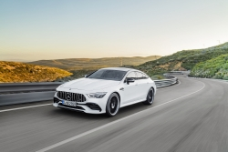Mercedes-Benz Việt Nam ra mắt 3 mẫu xe thể thao mới