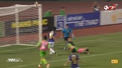Video: Thành Chung sút bóng vọt xà bỏ lỡ bàn thắng khiến ông Park bật cười