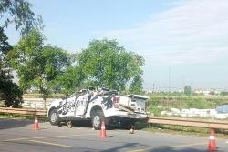 Xe bán tải biến dạng sau cú đâm ô tô, 2 người thiệt mạng tại chỗ