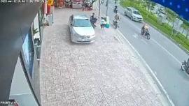 Video: Bị vây bắt, 2 tên cướp táo tợn chống trả rồi tẩu thoát ở TP.HCM