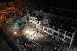 Ảnh hiện trường thảm khốc vụ nổ xe bồn ở Trung Quốc