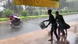 Clip: Nhóm thanh niên hắt nước vào người đi đường rồi cười đùa gây phẫn nộ