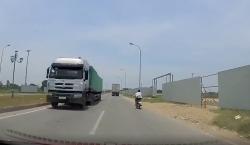 video ne tram thu phi xe tai phi nhu bay nguoc chieu
