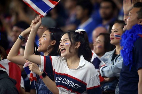 vi sao cdv thai lan sung suong khi doi nha roi vao bang dau voi viet nam tai vong loai world cup 2022