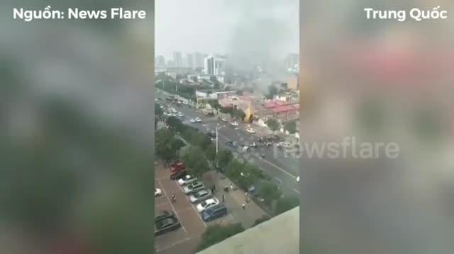 video ro ri khi gas nha hang no tung nhu bom