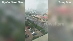 Video: Rò rỉ khí gas, nhà hàng nổ tung như bom