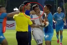 Tin bóng đá Việt Nam hôm nay (10/7/2020): HLV bóp cổ cầu thủ bị VFF phạt cấm chỉ đạo 2 trận
