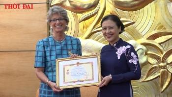 """Video: Trao tặng Đại sứ Tây Ban Nha tại Việt Nam Kỷ niệm chương """"Vì hoà bình, hữu nghị giữa các dân tộc"""""""