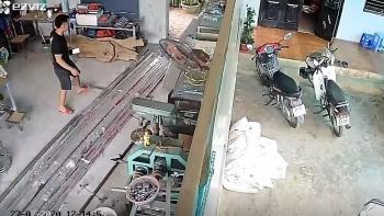 Clip: Khoảnh khắc nhà dân rung lắc, đồ đạc rơi trong trận động đất ở Mộc Châu