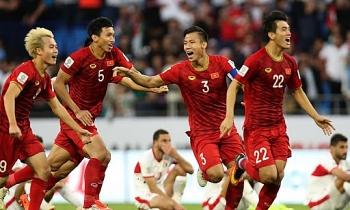 Tin tức bóng đá Việt Nam hôm nay (30/7/2020): Văn Hậu vắng mặt ngày hội quân, nóng sự cố trọng tài