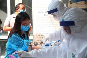 Hà Nội đang xét nghiệm nhanh COVID-19 cho hơn 30.000 công dân về từ Đà Nẵng