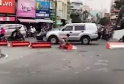 video nguoi dan ong lam loan pha bung binh giua pho sai gon