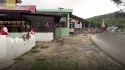 video dang lao vun vut tau luon cho hang chuc nguoi bay khoi duong ray